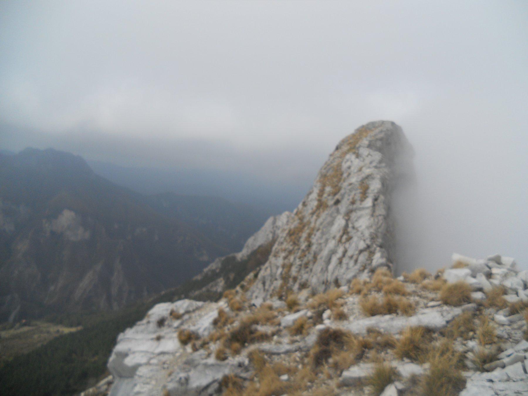 nebbia sul versante  nord