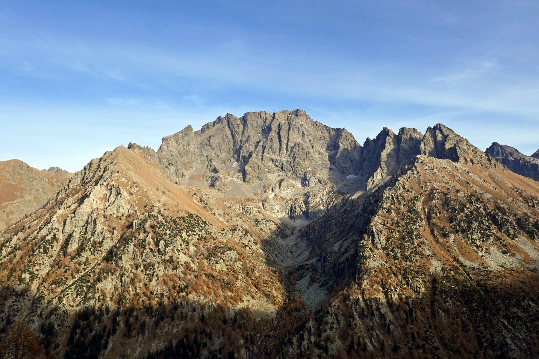 In discesa verso il Gias delle Mosche vista sulla Serra dell' Argentera, in tutto il suo splendore