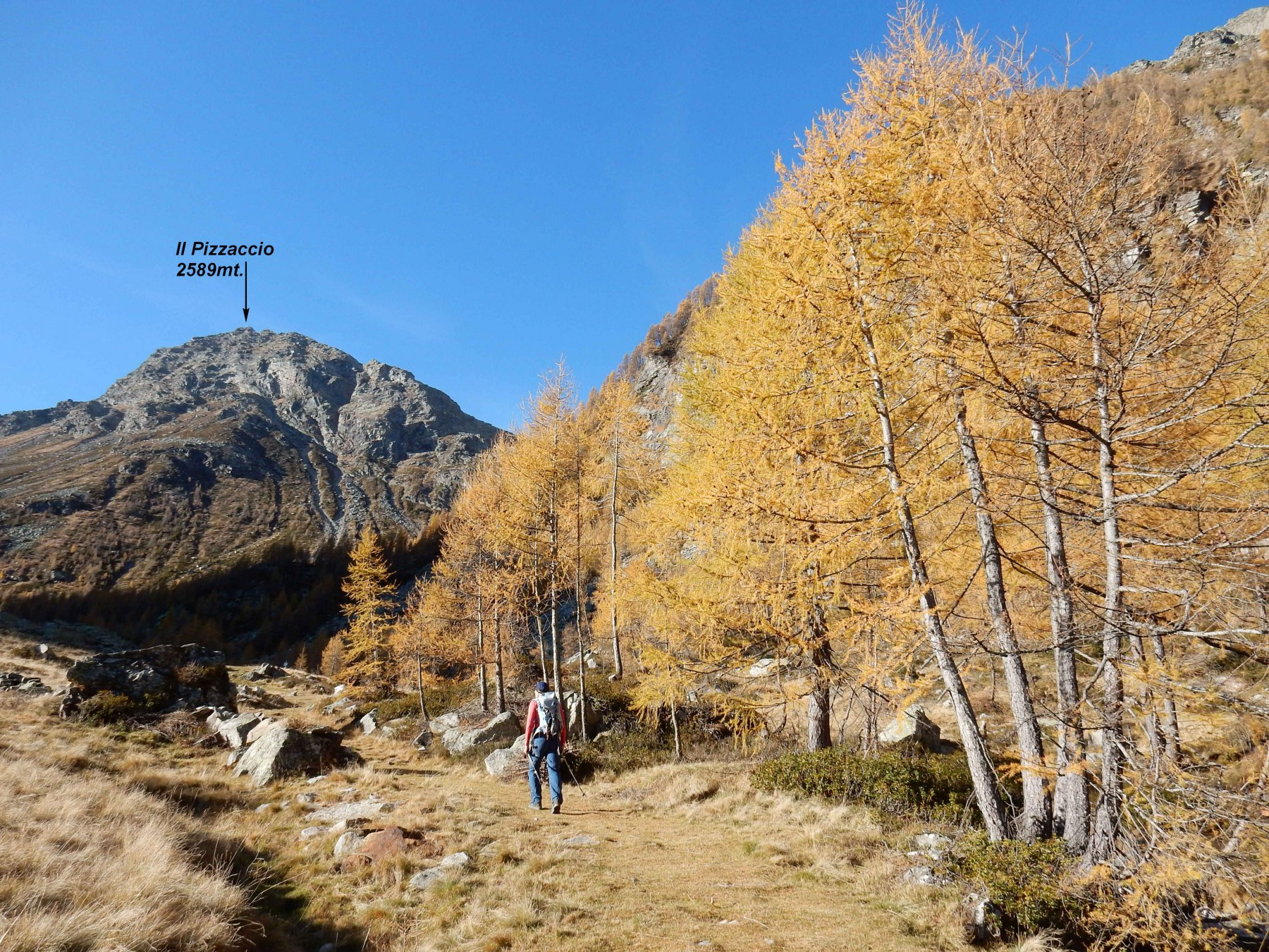 Alpe di Lendine 1710mt con sopra la meta di oggi ancora lontana.