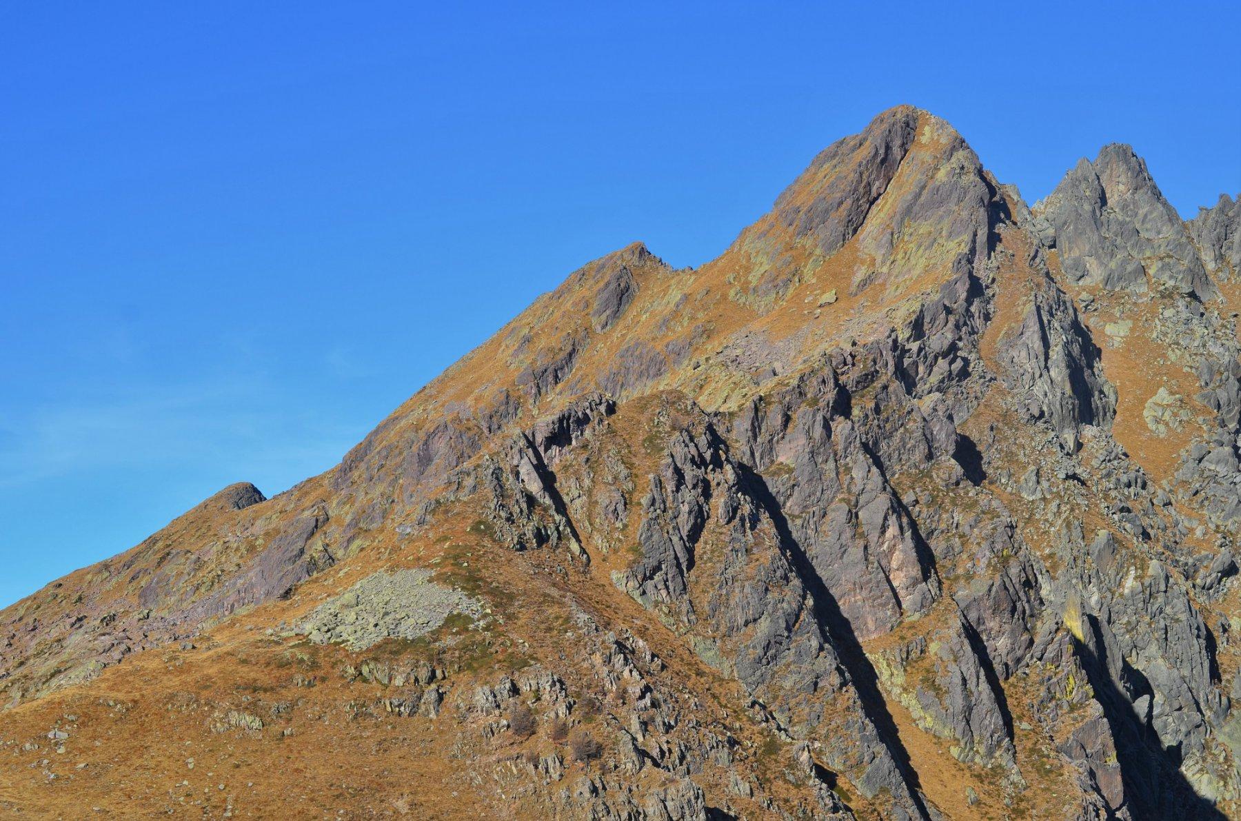 Pizzo Torretta dal Passo d'Aviasco. A destra la cresta sud-est