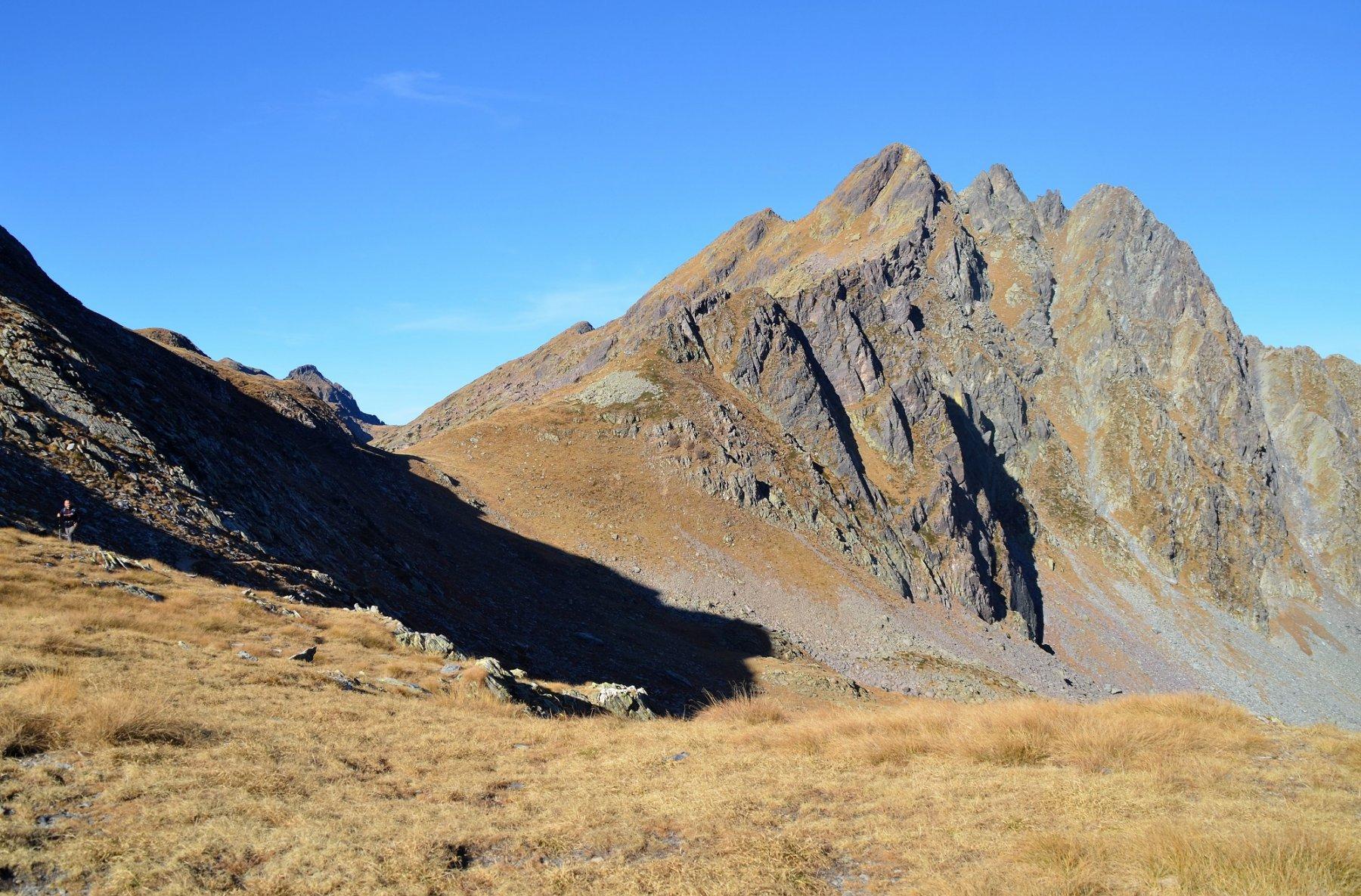 Pizzo Torretta dal Passo dìAviasco orientale. La bella cresta sud-est