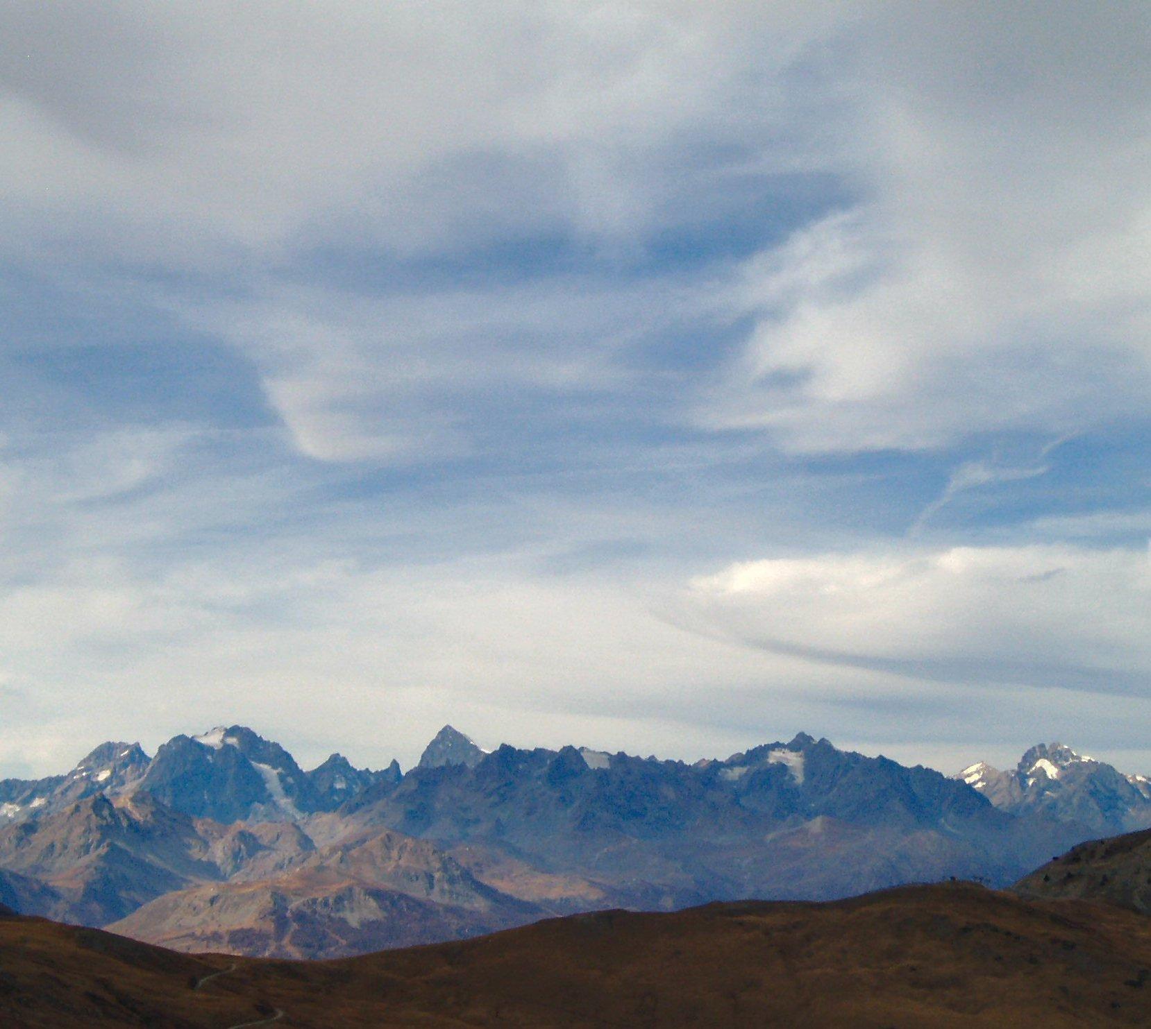Panorama sul Delfinato con Pelvoux, Barre des Ecrins, Pic des Agneaux e Maije.