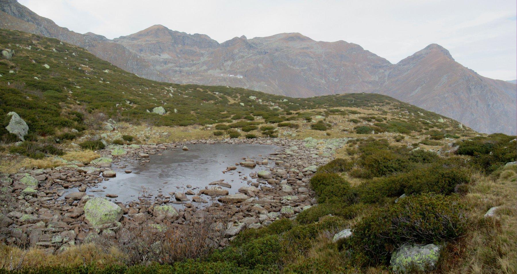 Il minuscolo laghetto della Mora