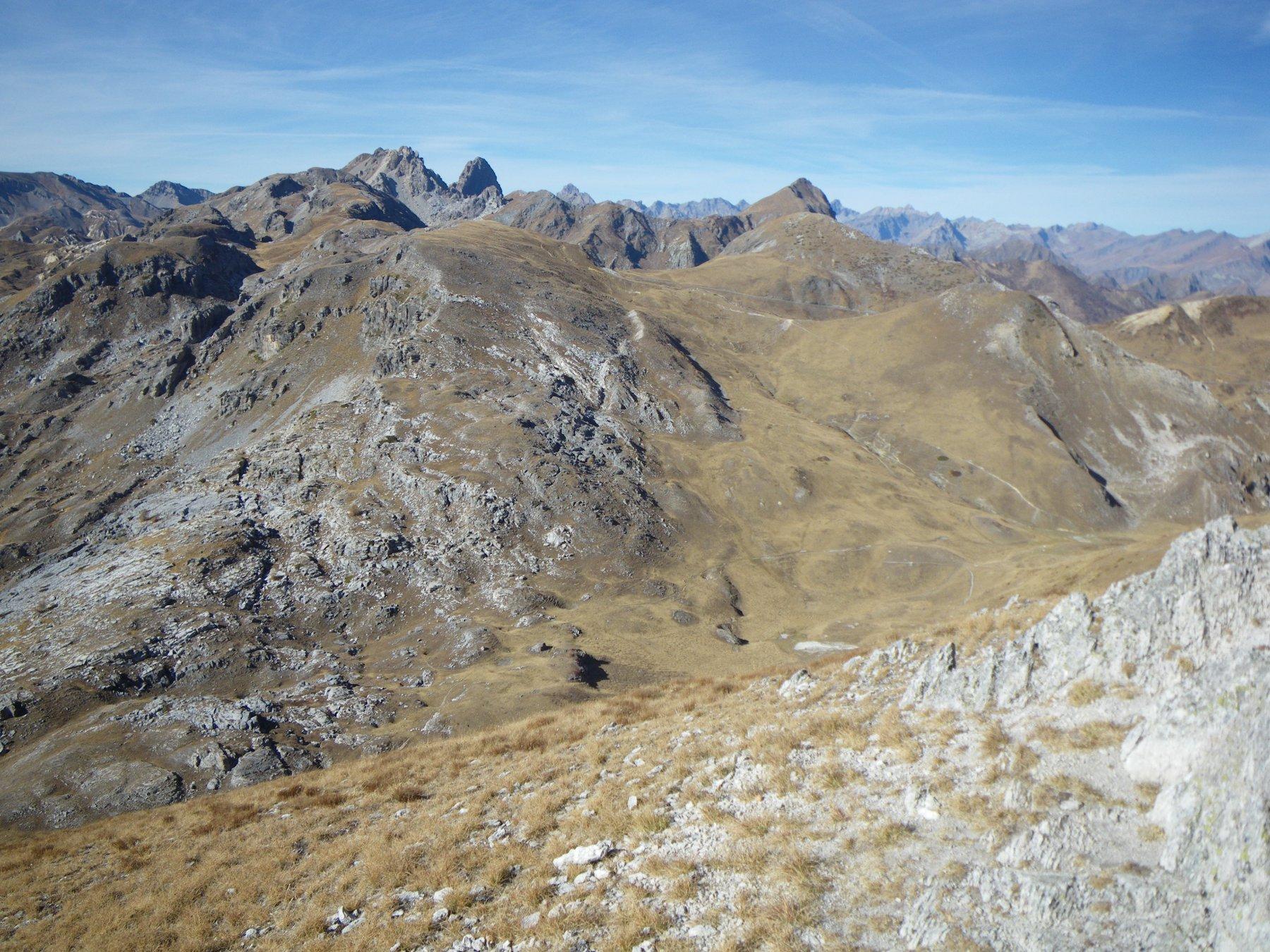 dalla Punta Parvo verso la Fauniera e dx la cima quotata 2488