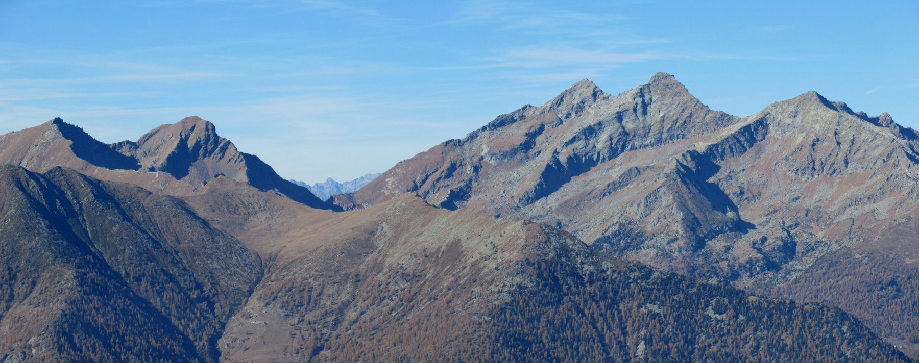 Monte Crabun, Corno del Lago e le Dame di Challand