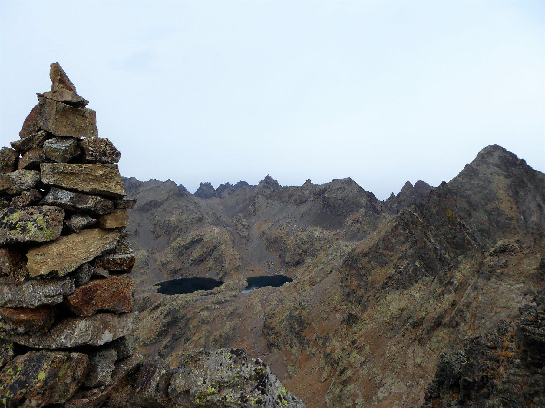 dall'ometto di punta: lago Chaffour e Cimon e Becco Alto d'Ischiator
