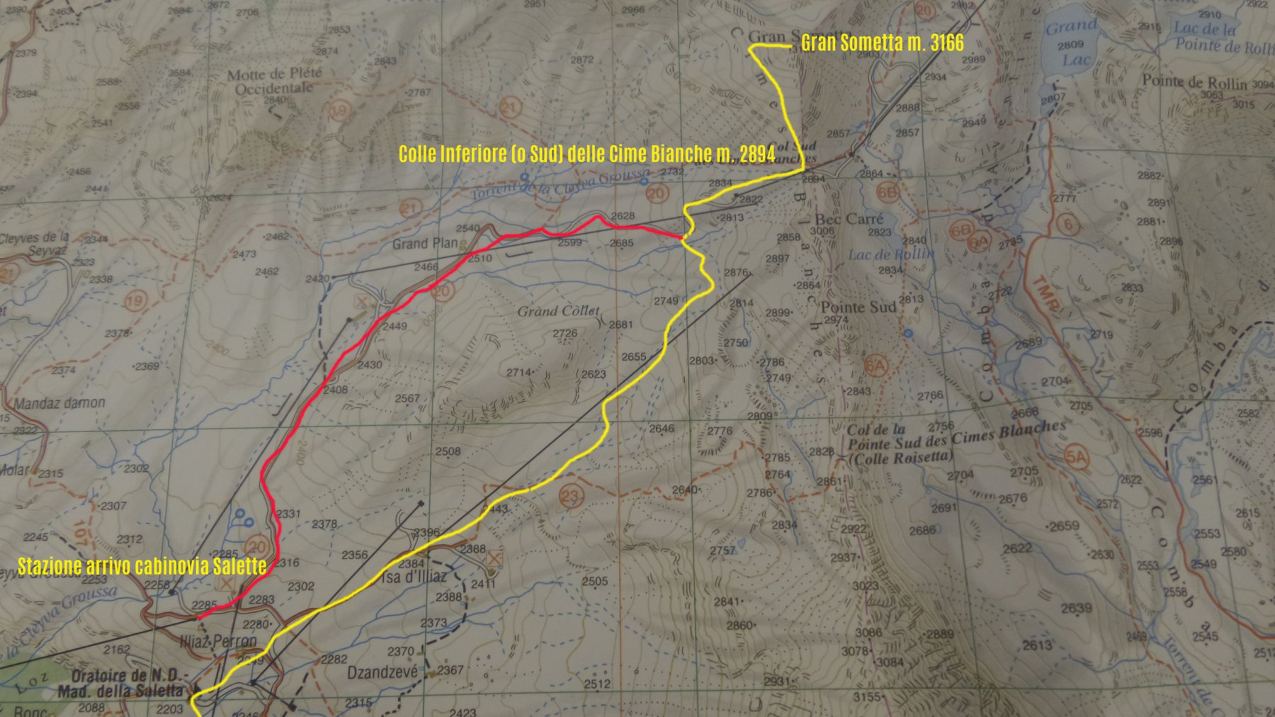 stralcio di carta topografica con l'itinerario di salita (e i due percorsi possibili per arrivare al Colle Inferiore delle Cime Bianche in giallo e rosso)