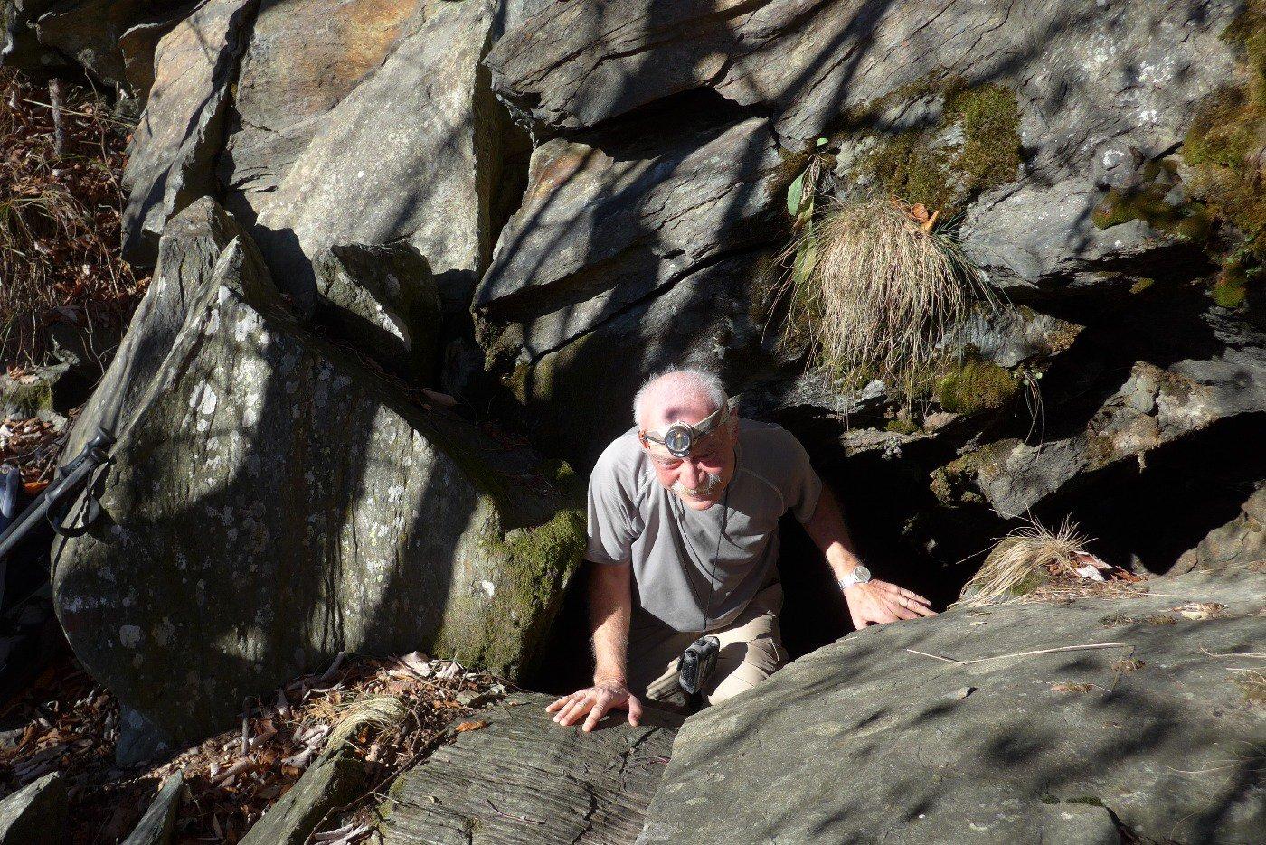 Franco esce dalla grotta