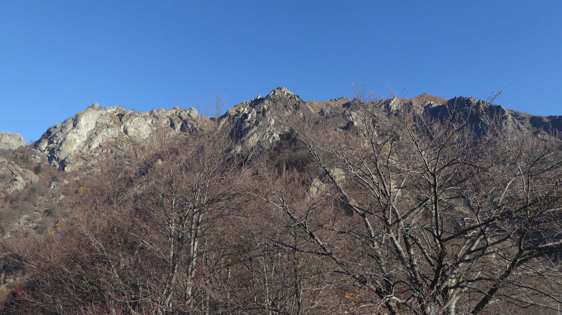 Dal Rongonetto, al centro, il Monte Alto