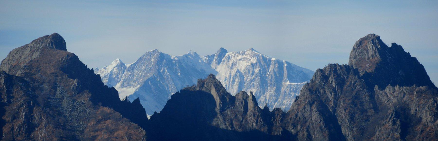 Corni di Nibbio e dietro il Monte Rosa