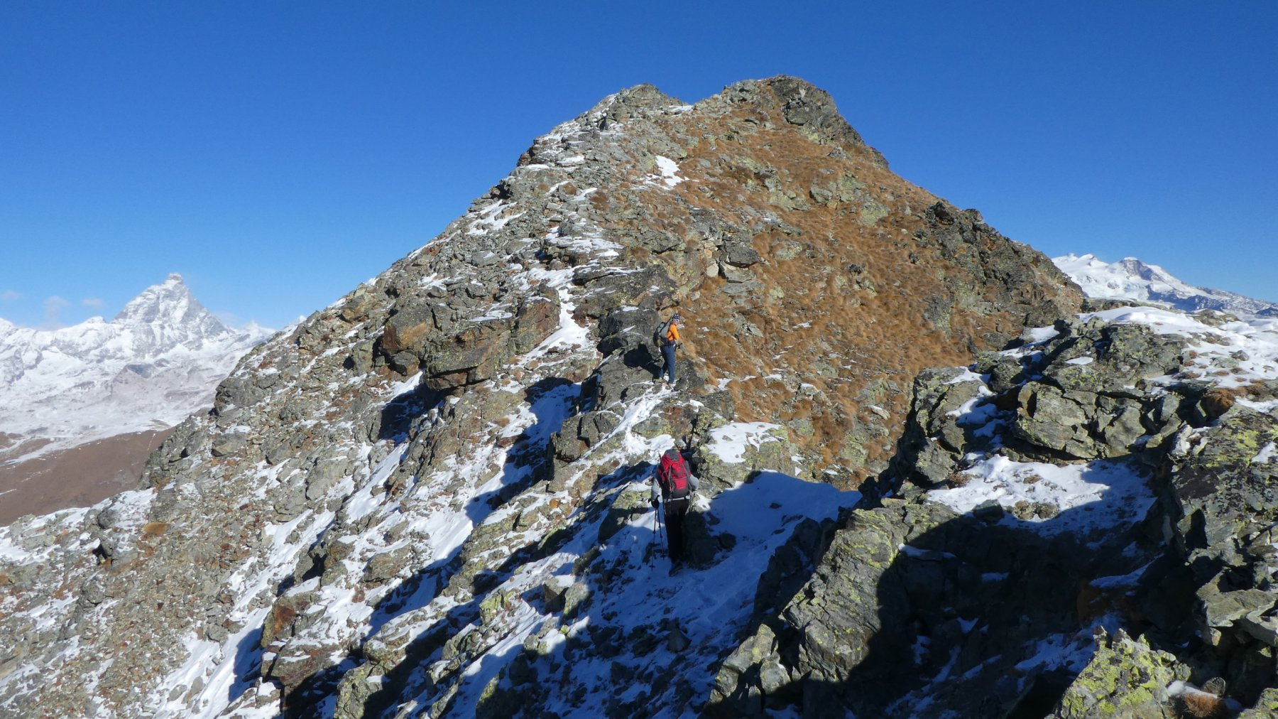 ultimo tratto di cresta e cima del Tantanè osservate dall'anticima