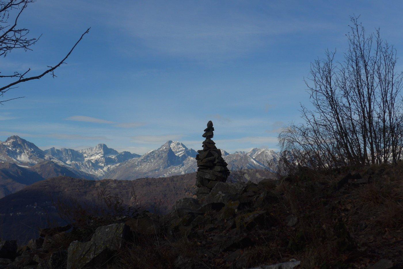 Ometto equilibrista al punto panoramico