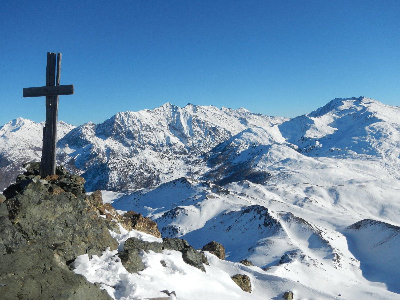 dalla cima panorama verso le cime della Valle Thuras