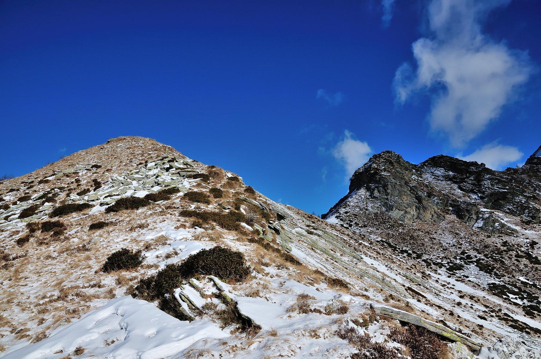 Cima Alta a sinistra, quota 2082 a destra
