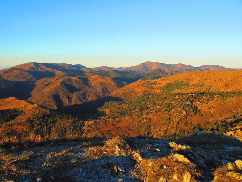 Da punta Martin verso il monte Tobbio al tramonto