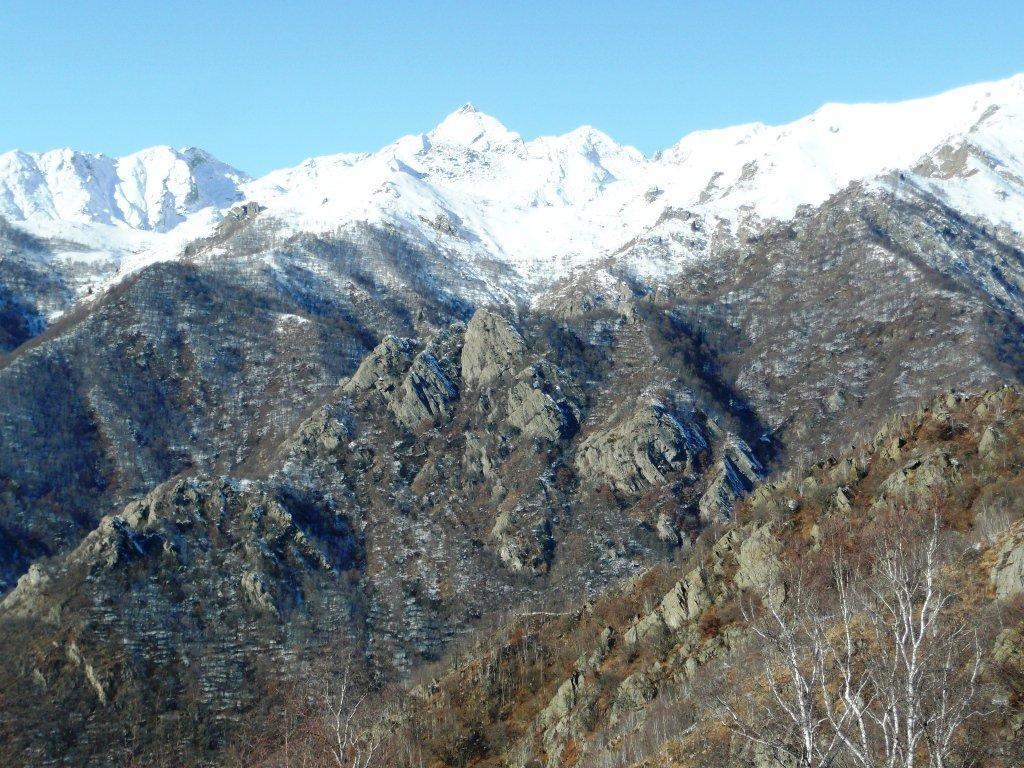 Denti di Vasario (Cà Ramia) e catena con Monte Colombo.