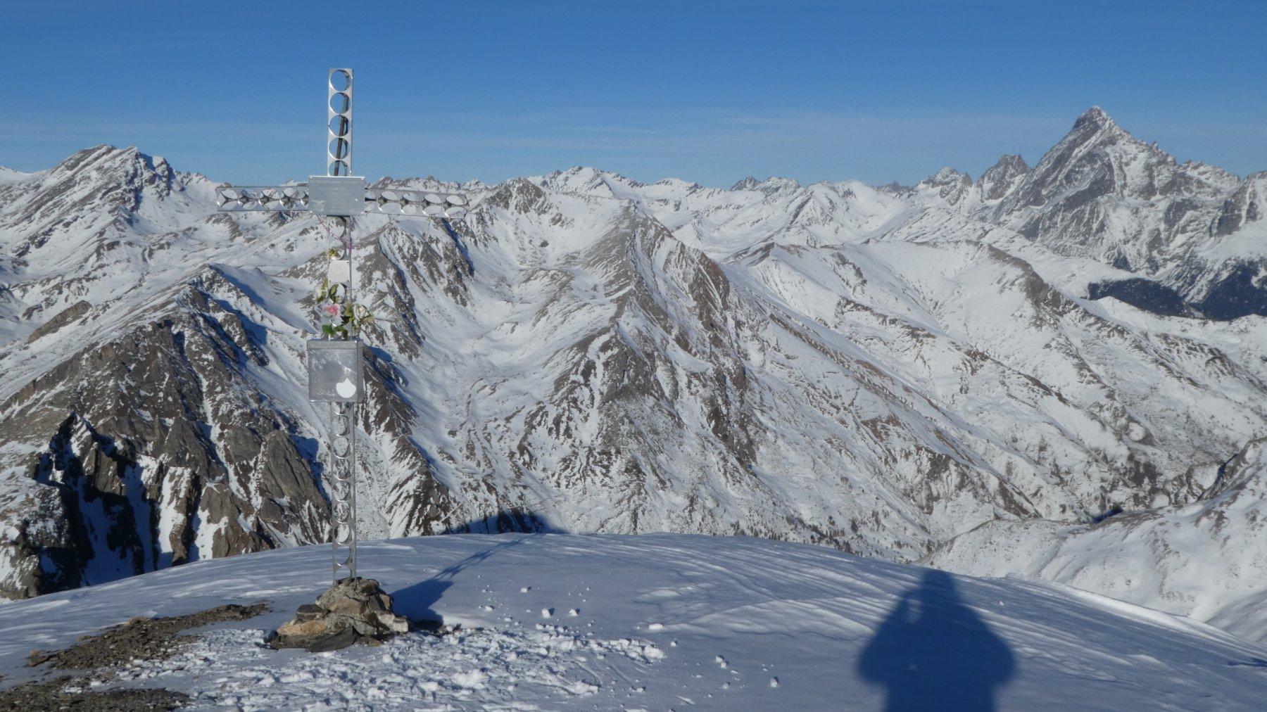 vetta del Monte Faraut e una piccola parte del grandioso panorama che si ammirava dalla cima!