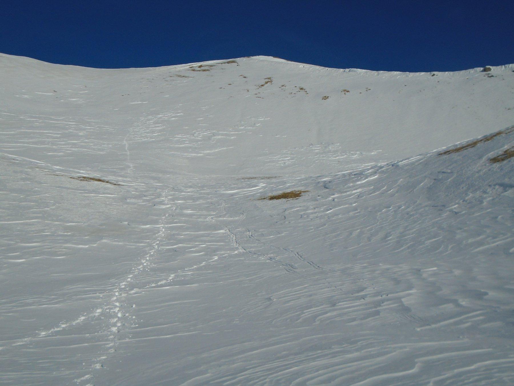 Poca neve sui ripidi pendii sopra la conca finale