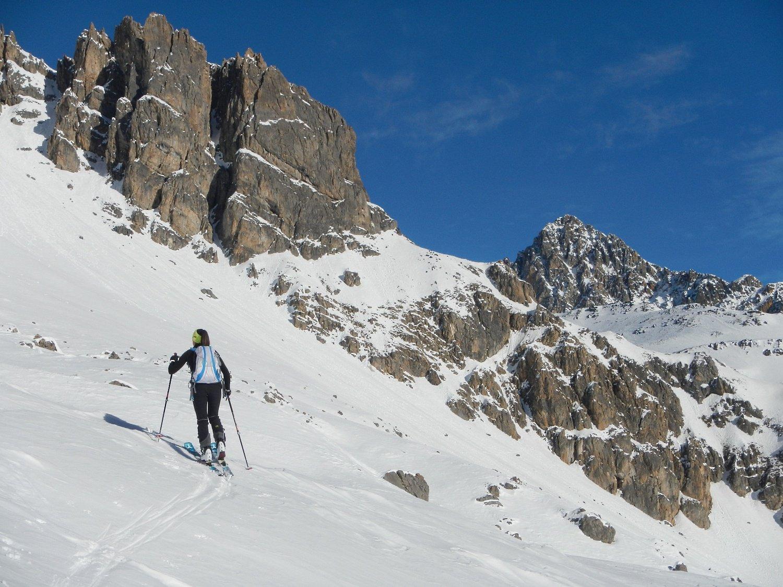 sullo sfondo, a destra, il  Pic de la Mouliniere