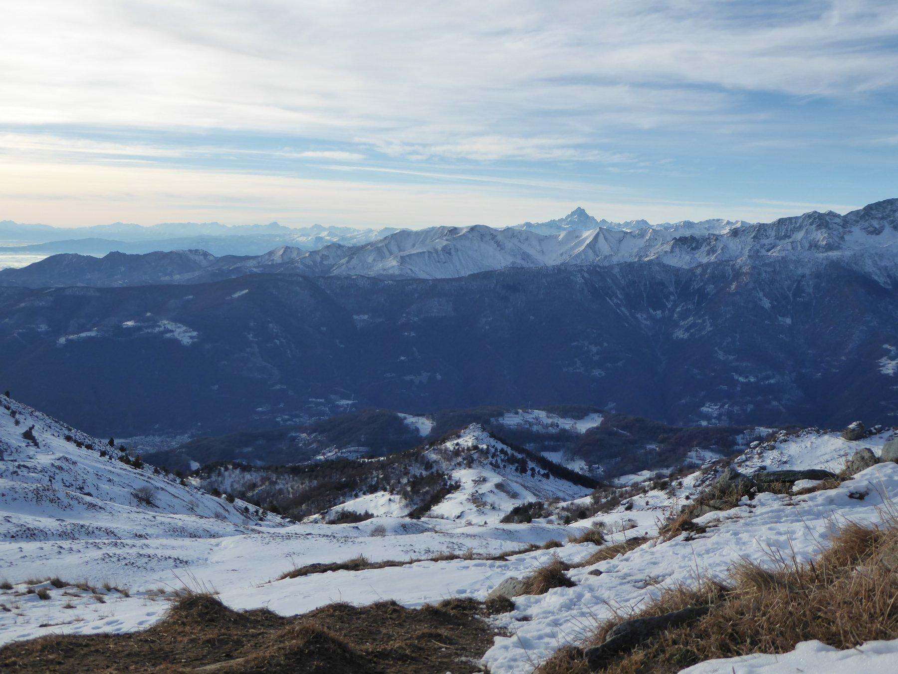 il valloncello salito, visto dall'Alpe del Rat vecchio; al centro il Truc Giulianera
