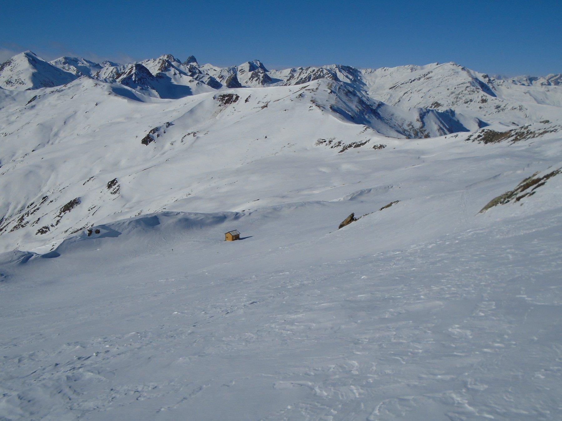 Bivacco e da dx verso sx: Colle Aigaversa, Monte Omo/Crest Gibert, Passo Borel.