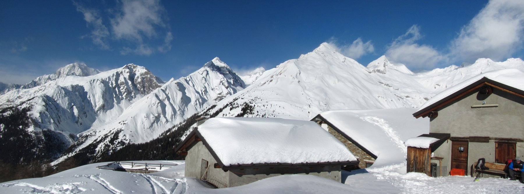 panorama verso ovest, con il M. Bianco sullo sfondo