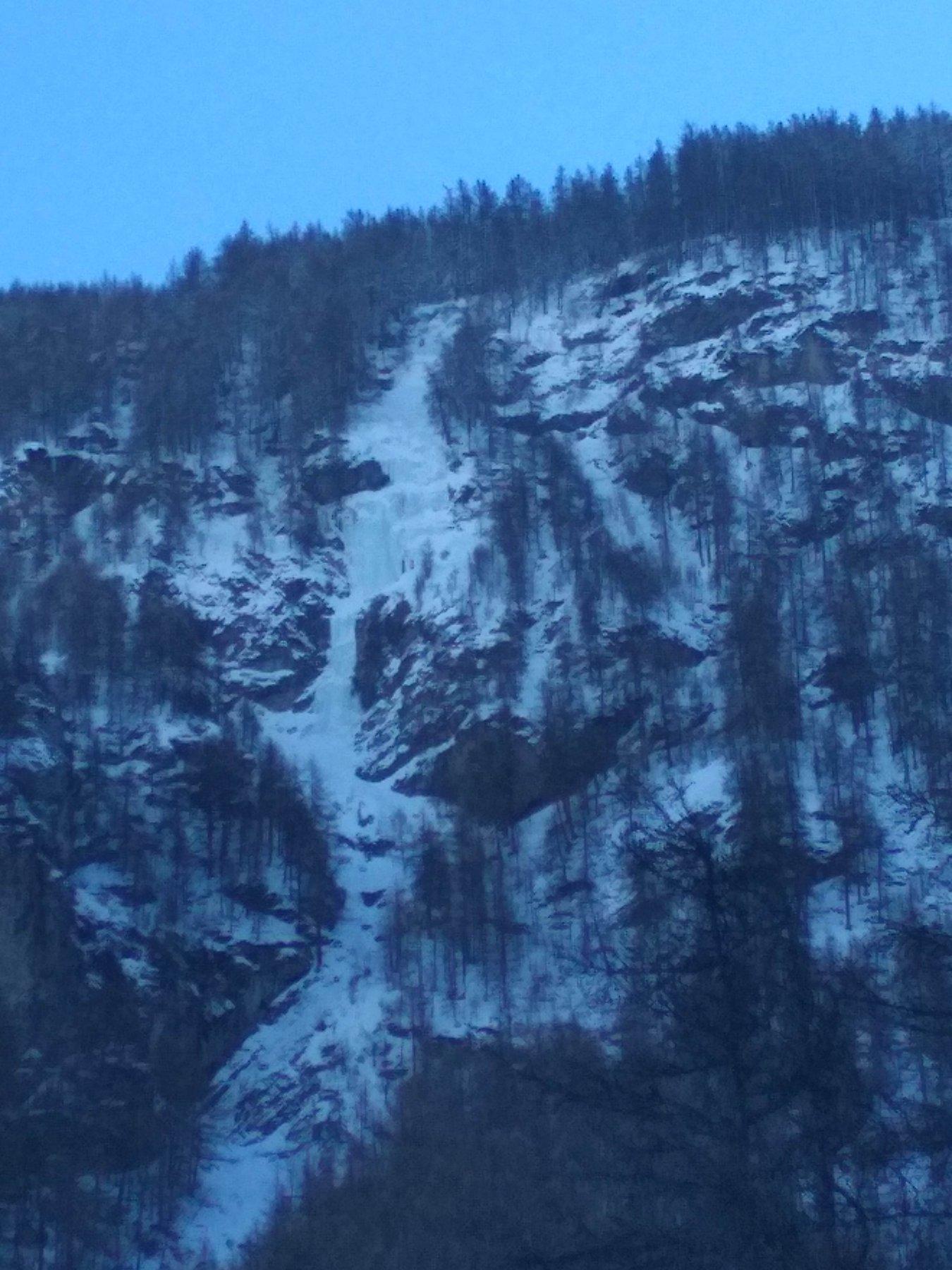 La cascade ce jour (de loin)