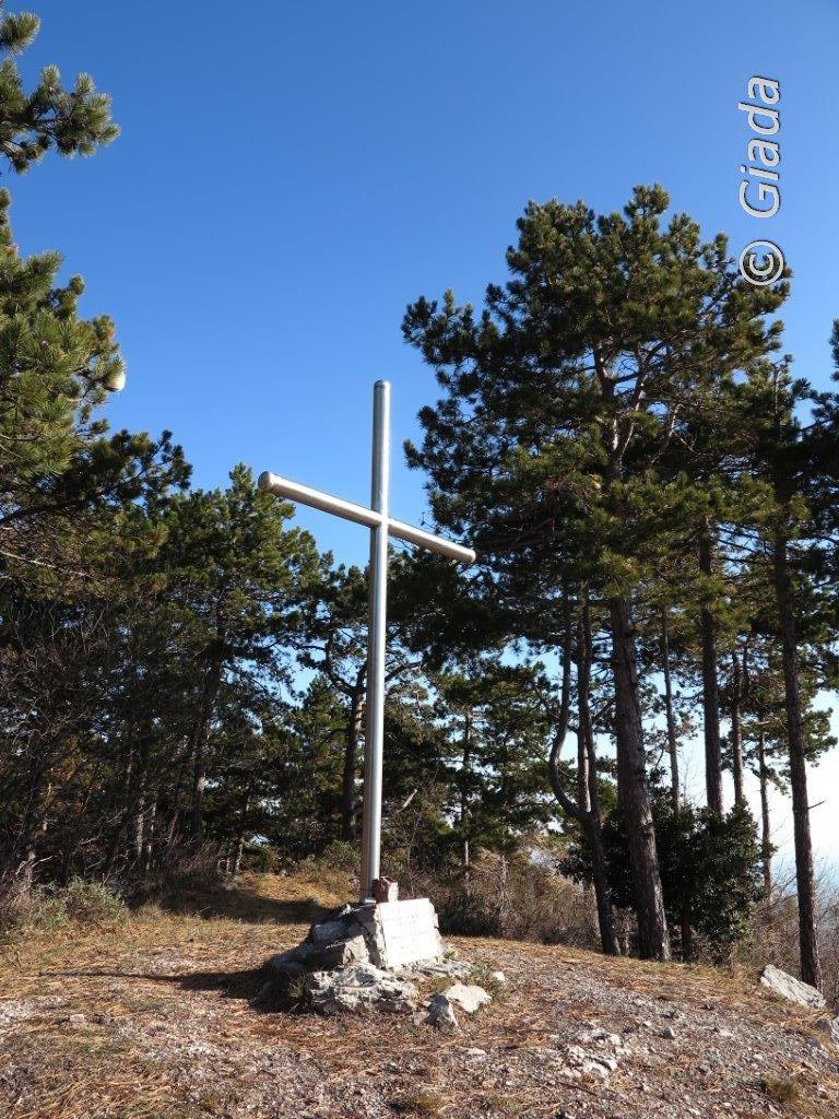 La croce di vetta della