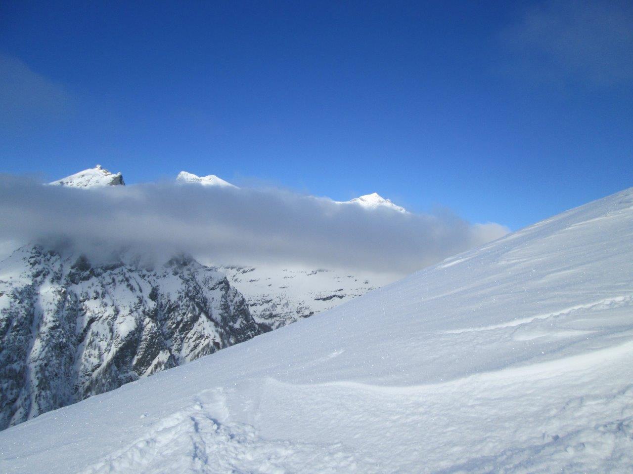 Breithorn e Leone spuntano dalle nebbie