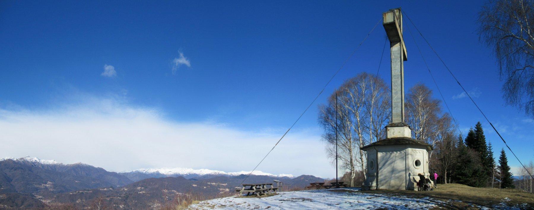 Monte Fenera la grande croce alta 12 m.