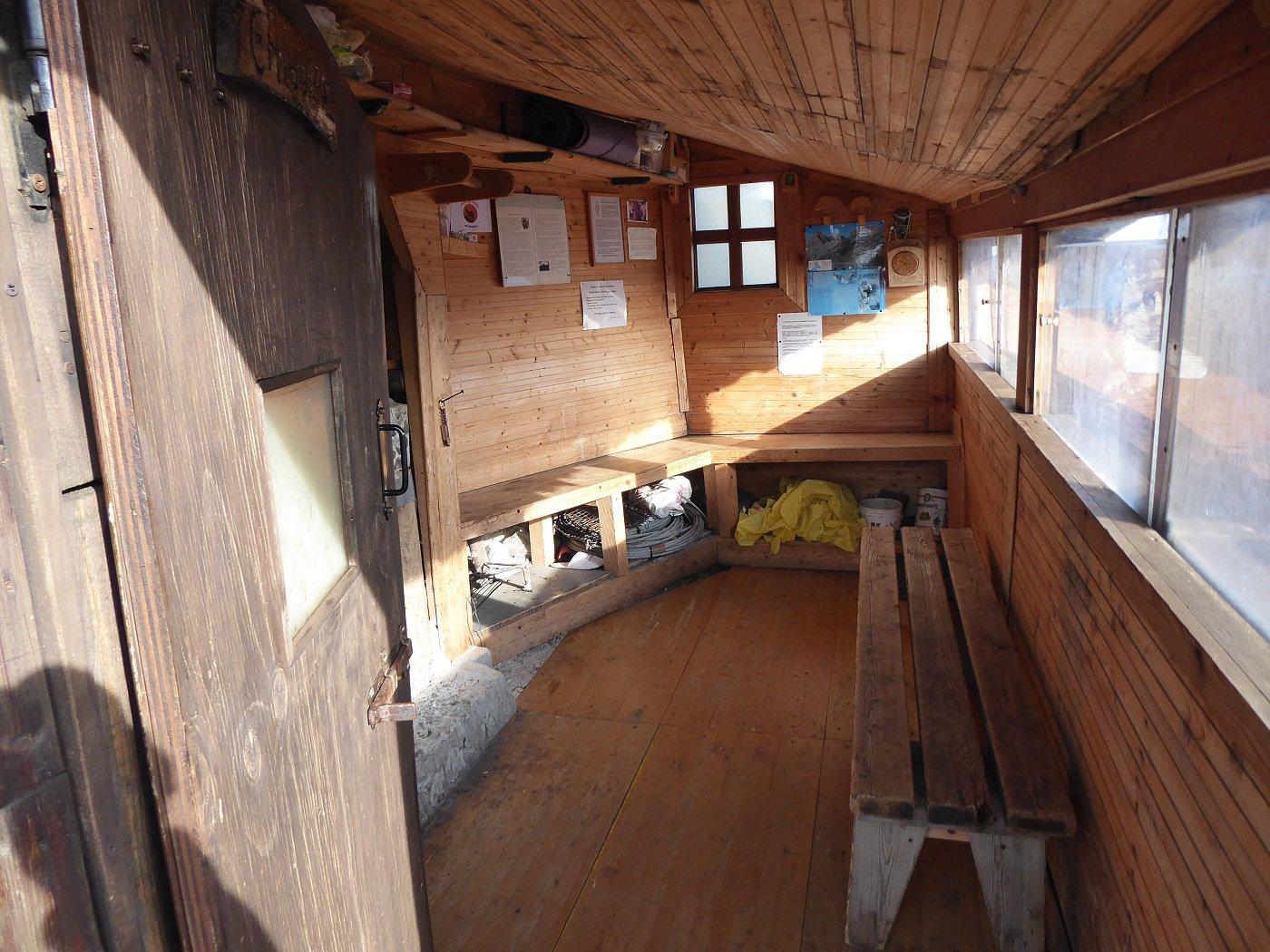 L'interno del rifugetto.