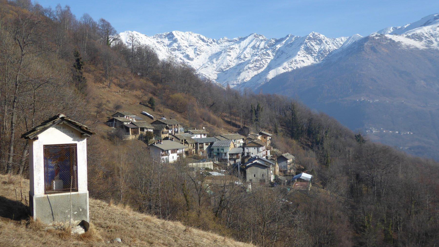 Borgo di Vislario e montagne di Codebiollo