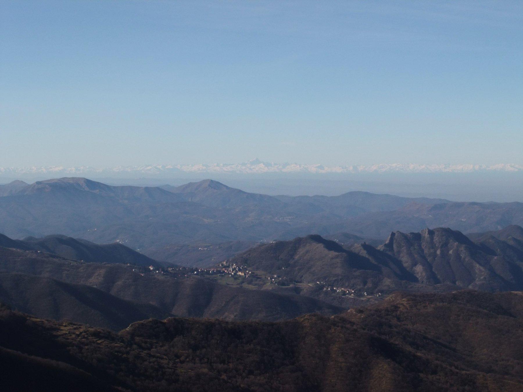Dal Monte Buio : Crocefieschi con il Monviso .
