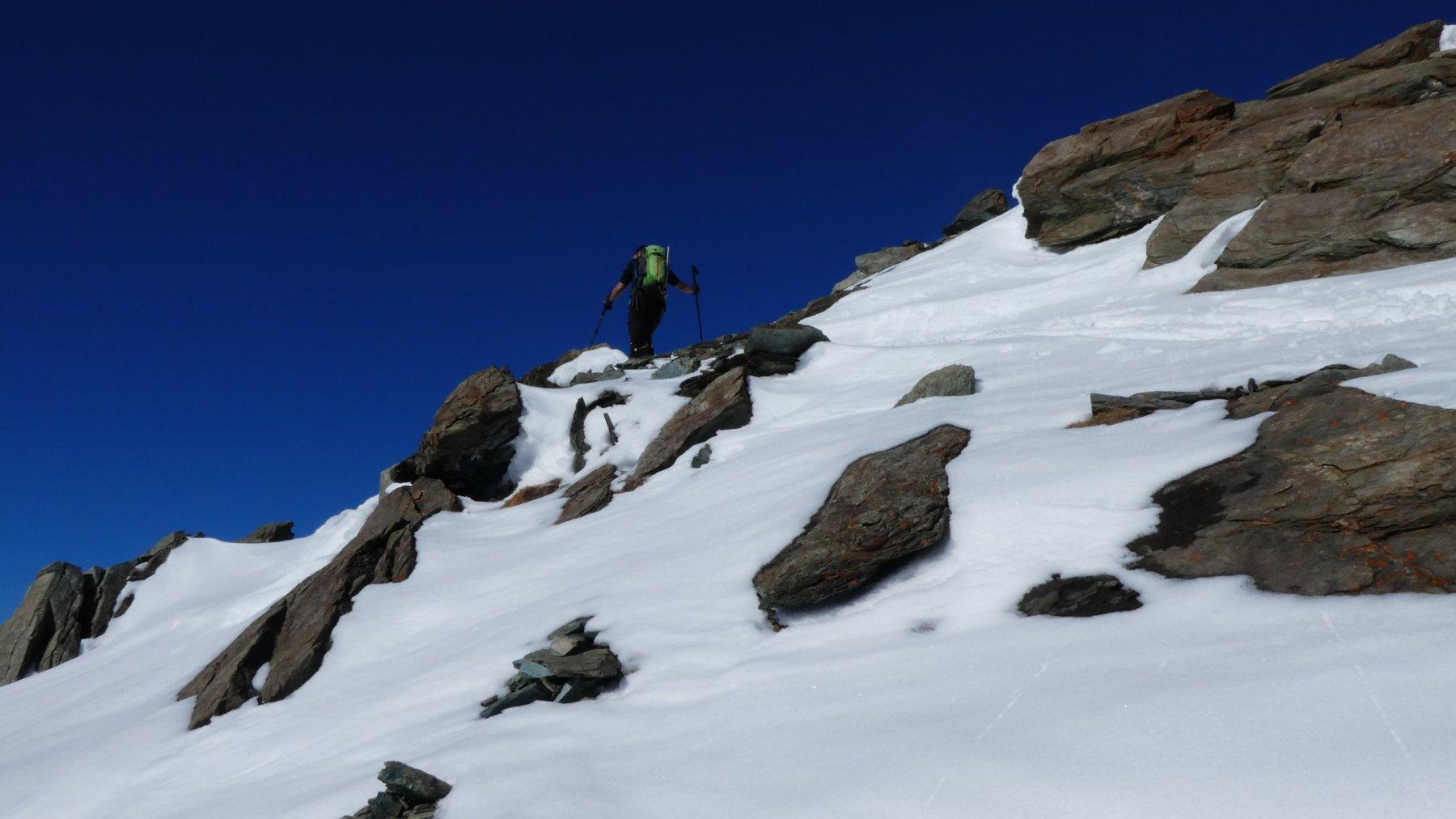 passaggi in cresta, tra rampe nevose e roccette affioranti