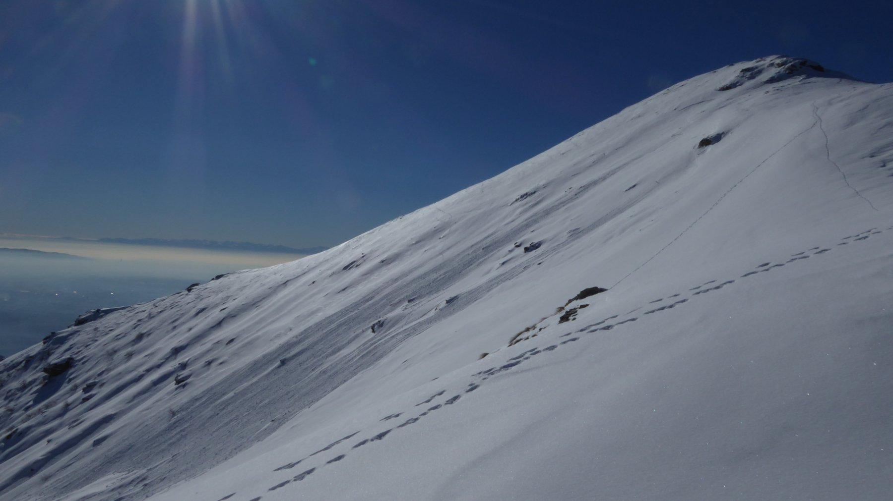Piccola valanga a pera sul ripido versante N-E del Monte Soglio