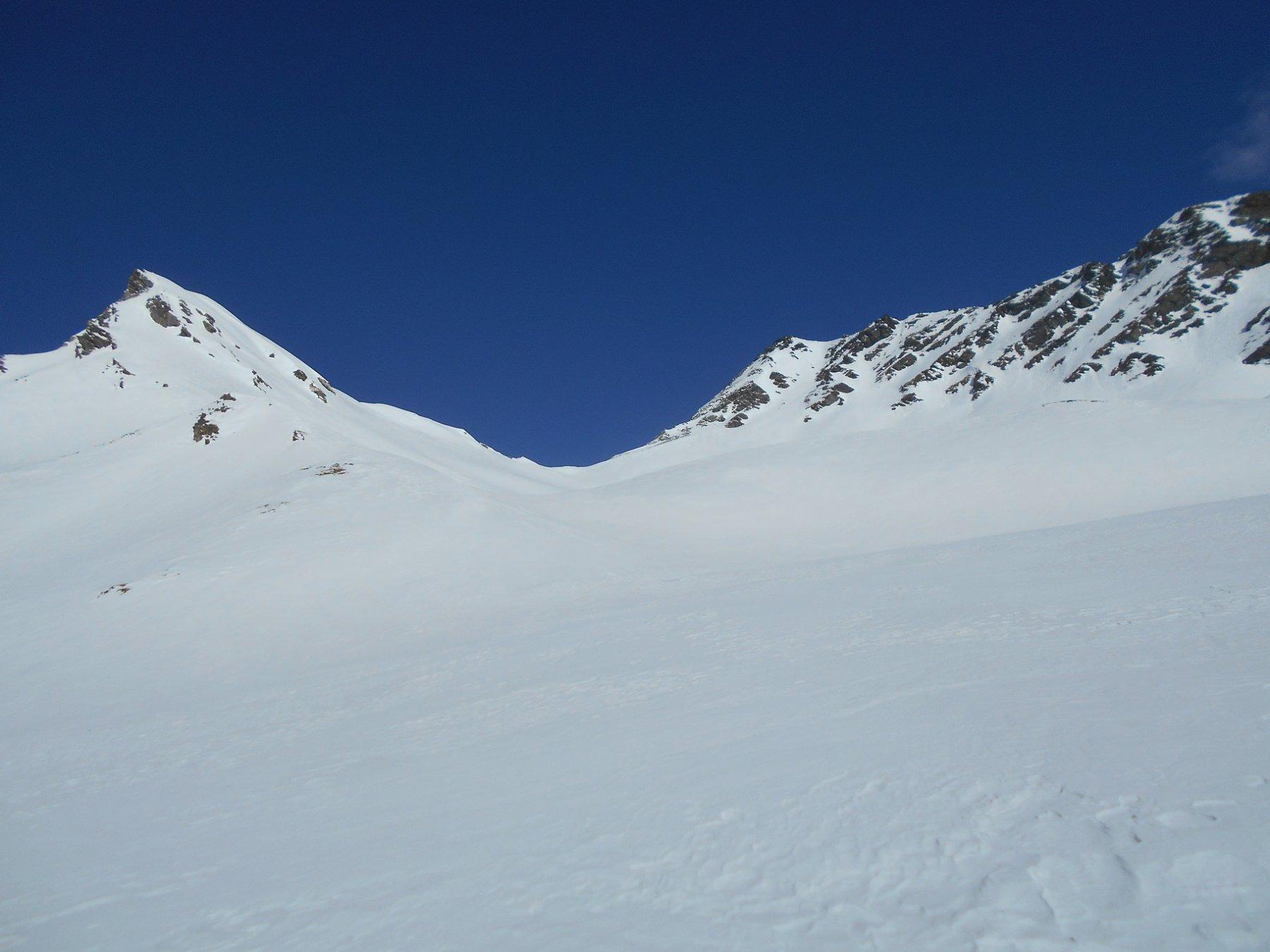 Colle e Mont Menouve sulla destra