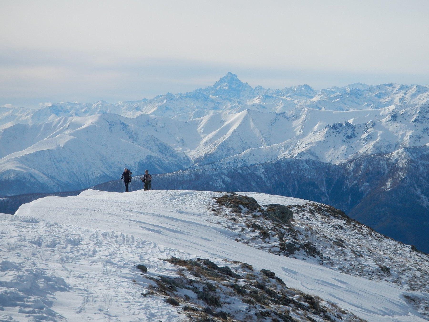 la dorsale della cima: ampia e panoramica