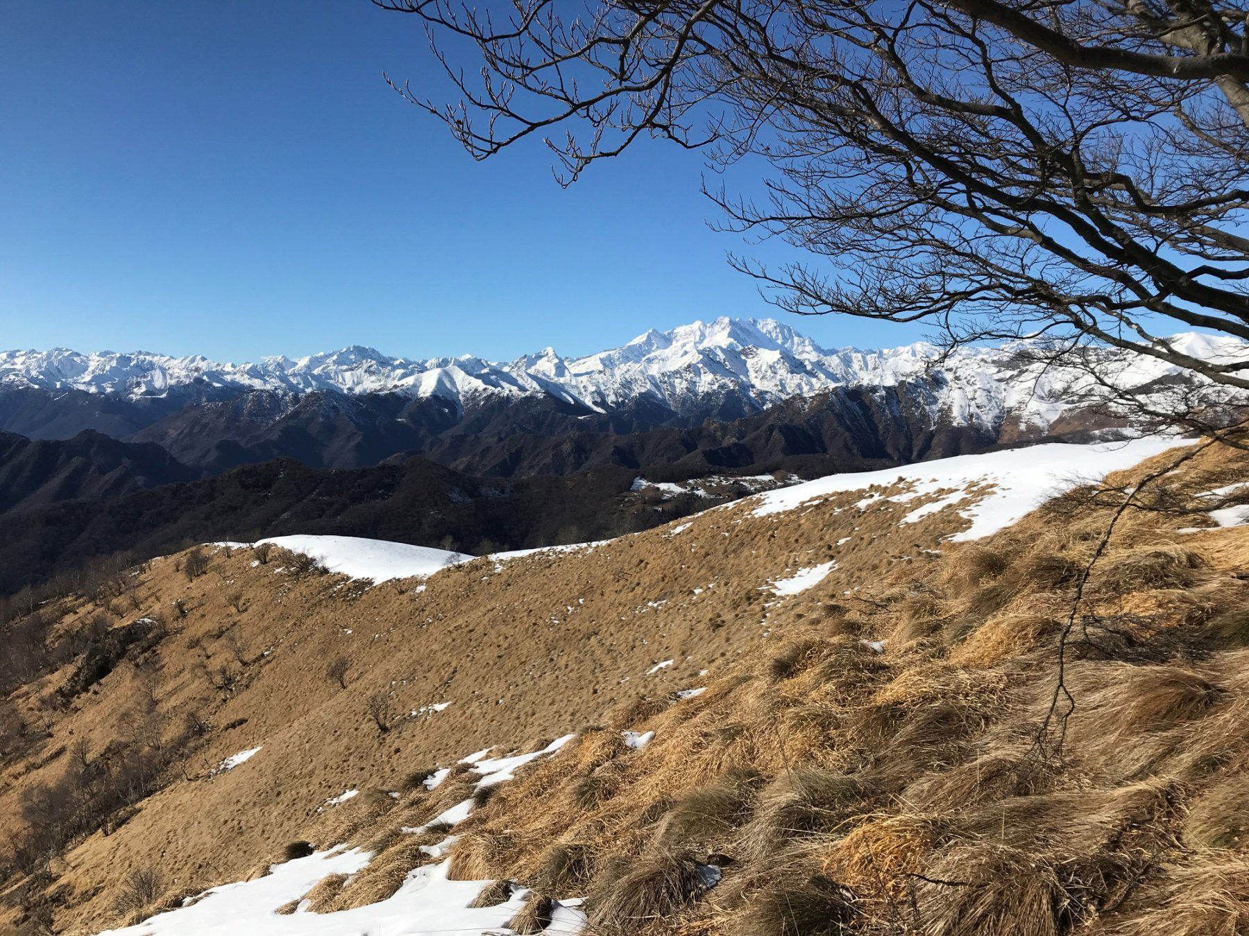 La vista dalla cima del Camossaro