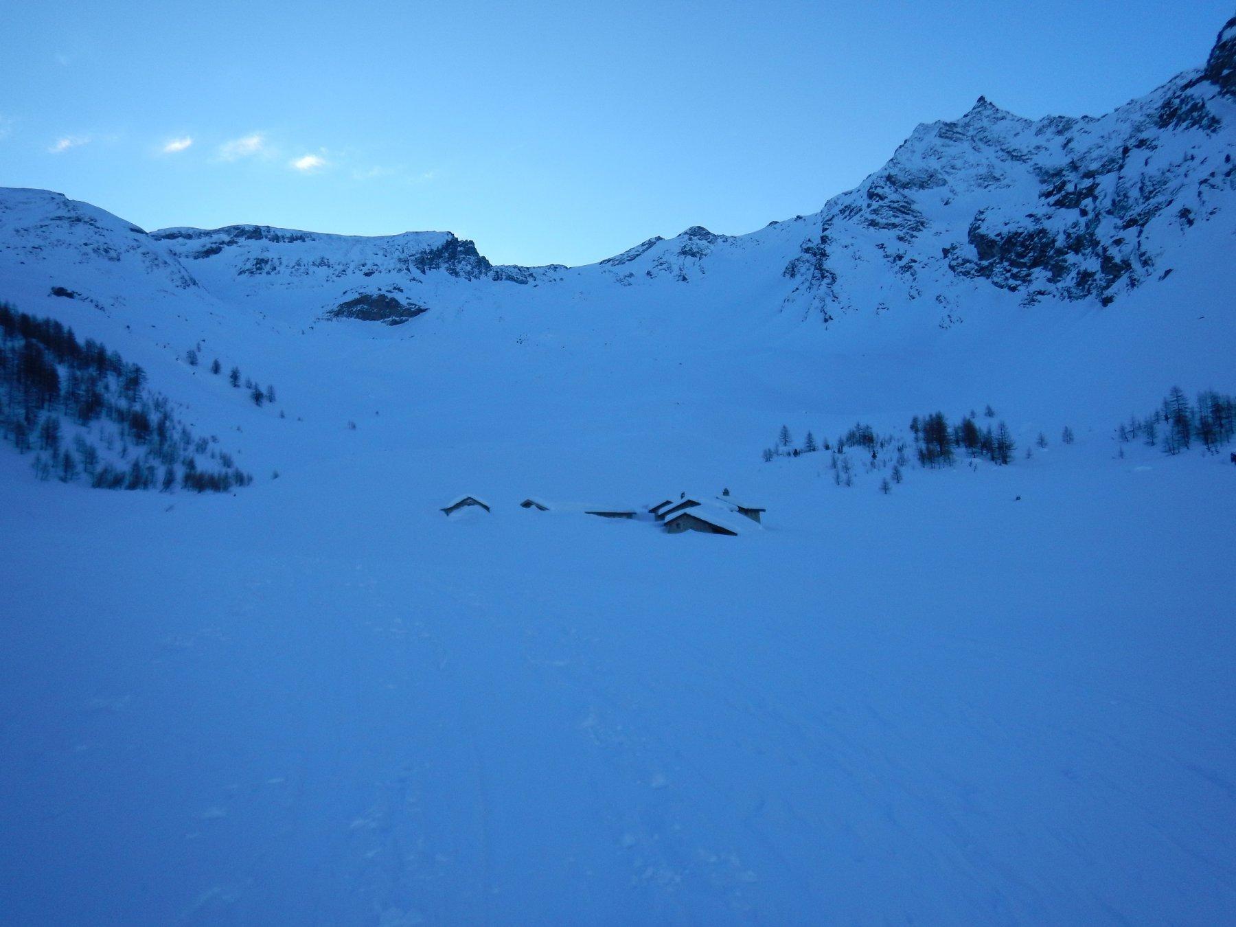 baite nel vallone coperte di neve