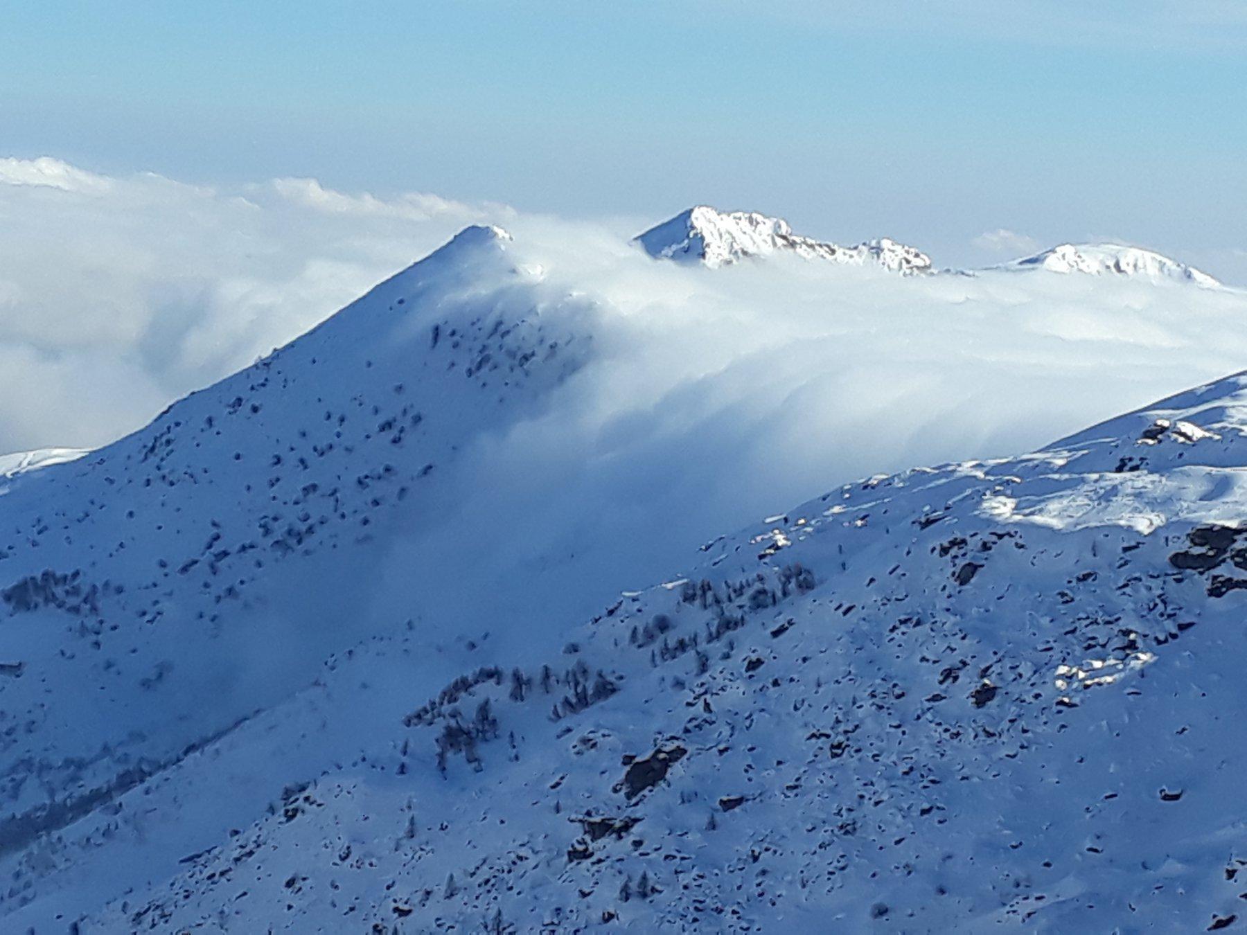 nubi tracimano dalla Valchiusella