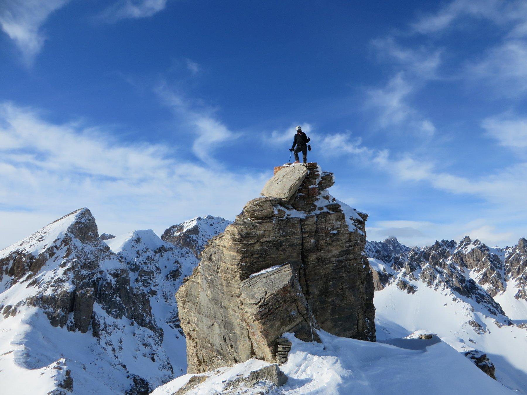 Enzo sul castello roccioso della Barsin, dietro la Reculaye e il Viraysse