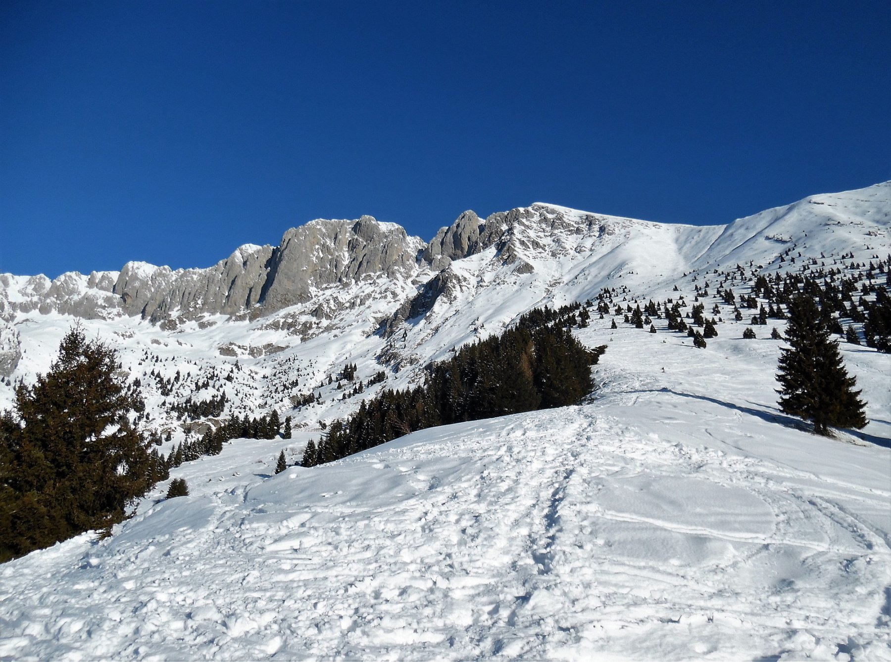 Da poco sopra il Cassinelli, la Presolana e, sulla sua destra, il Visòlo