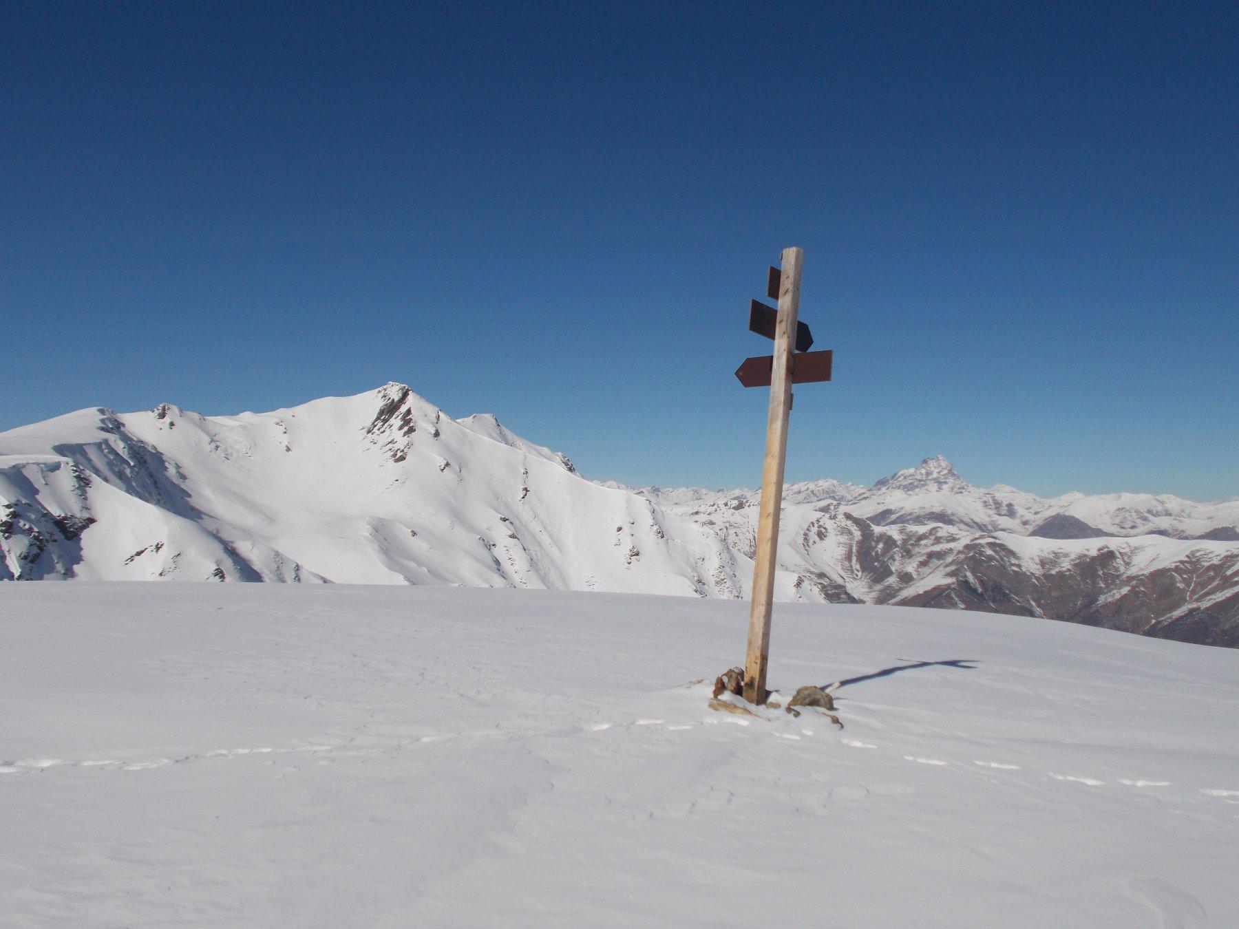 in cima al Prapian con a sx il Grum e il Monviso in lontananza..