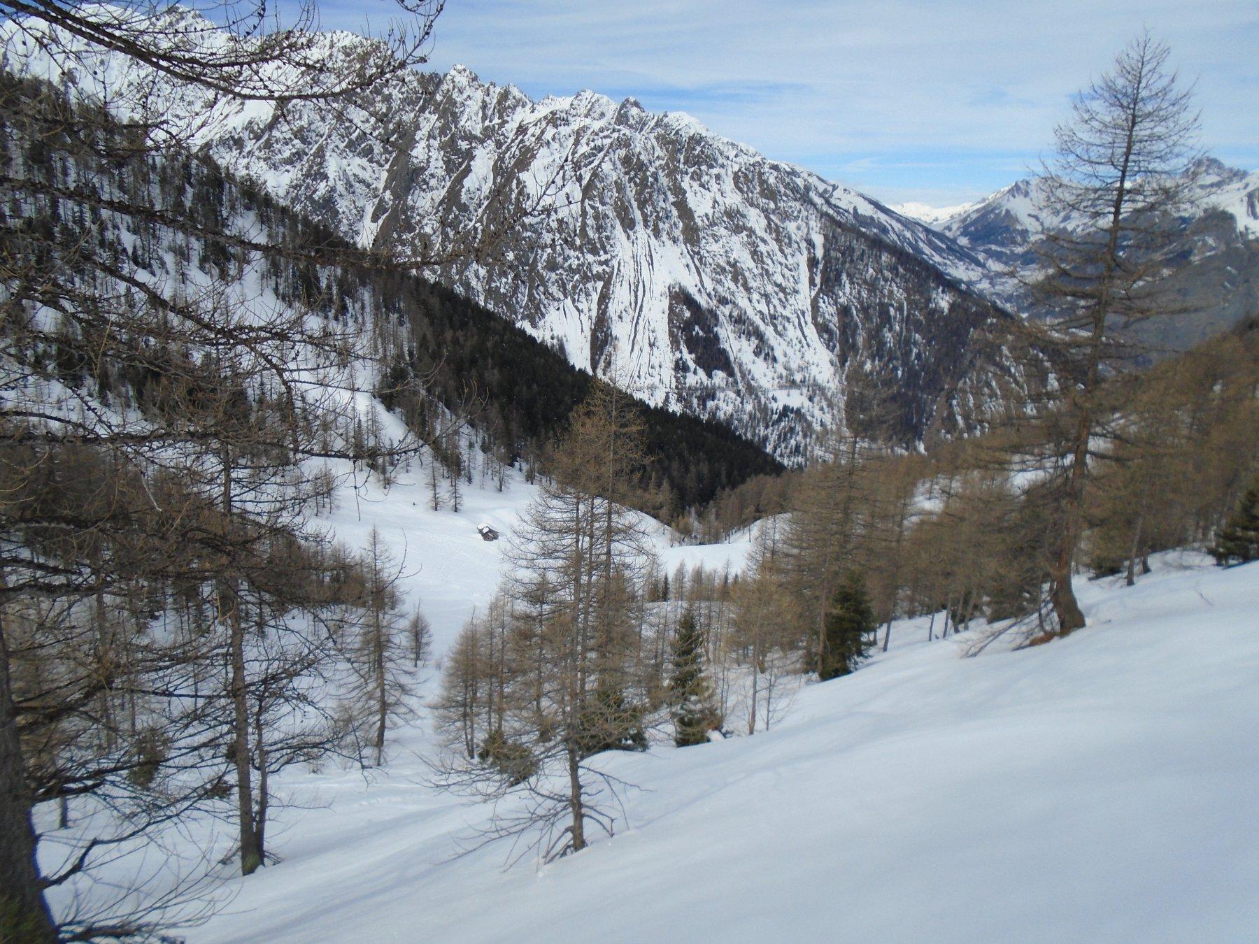 Ancora i bei pendii ripidi con tanta neve verso il Costis