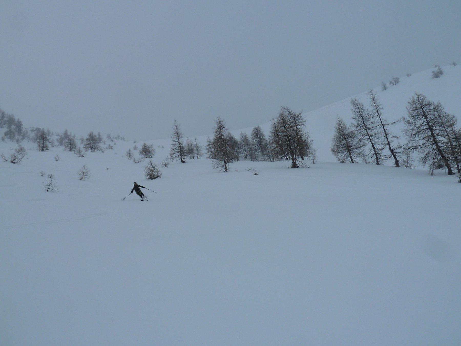 discesa dalla spalla del Buchet verso il vallone Intersile in bianco e nero