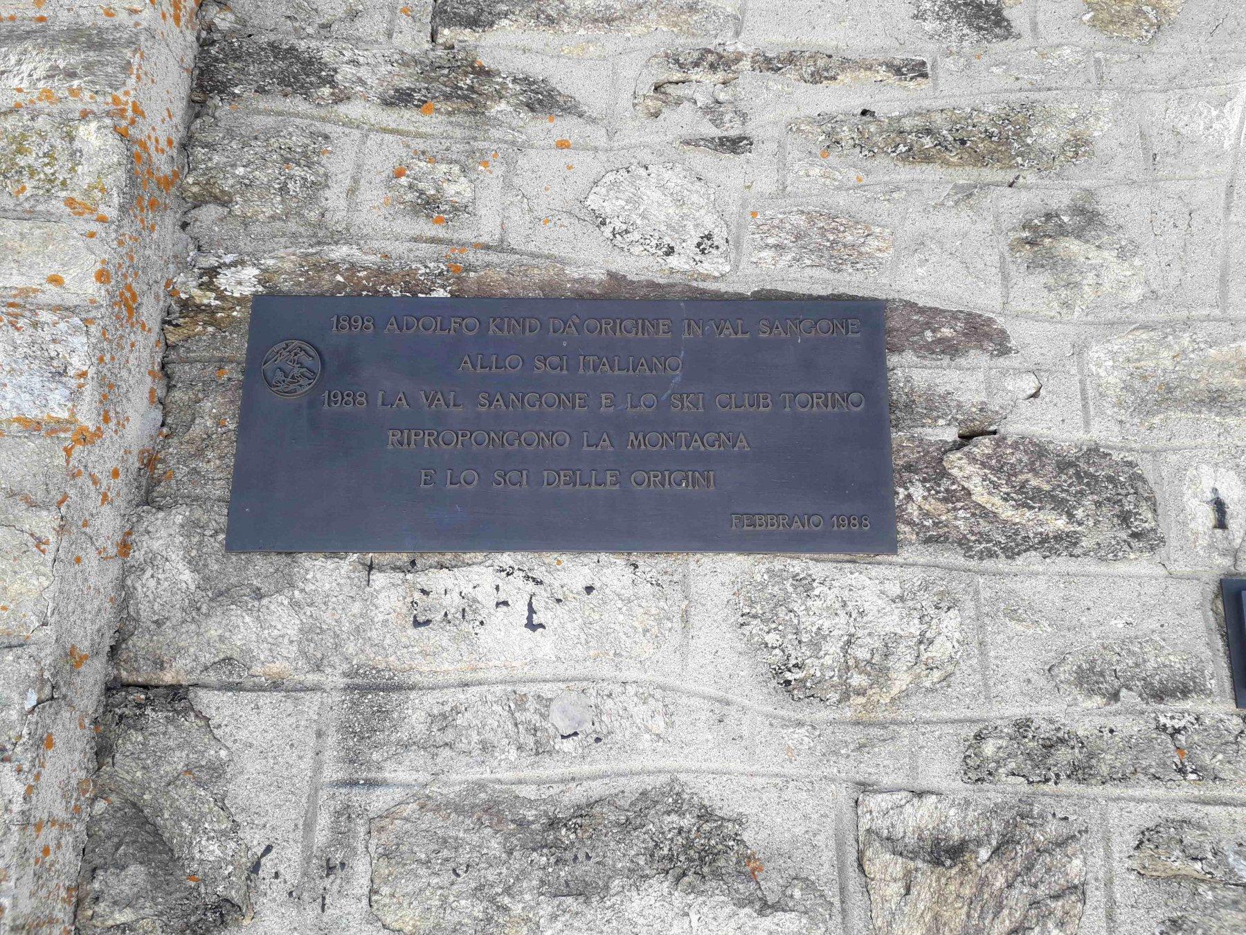 targa commemorativa degli inizi dello sci in italia