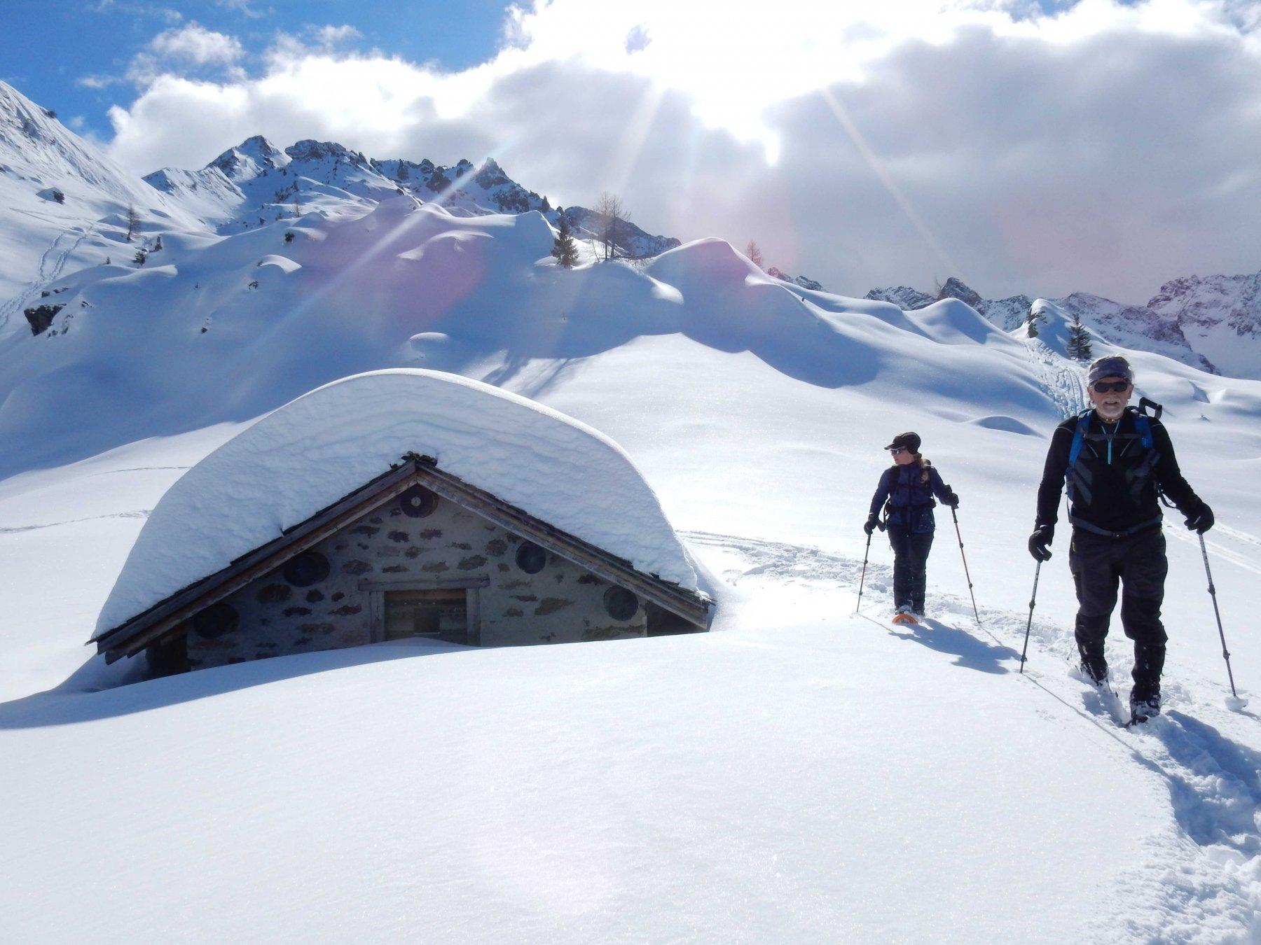 Passiamo alla Baita Pesciola 2004mt. sommersa dalla neve.