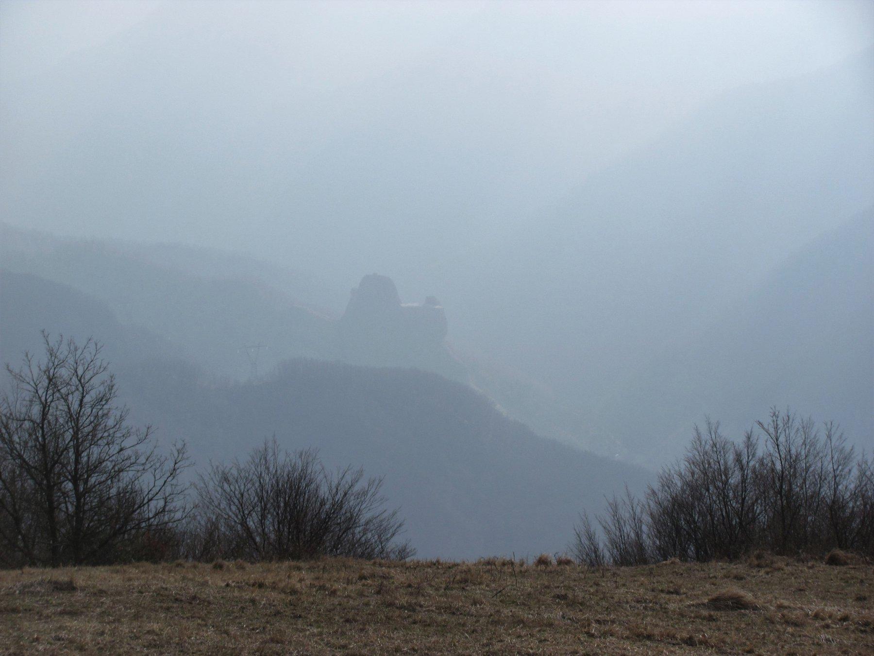 visione dall'alto del Castello della Pietra