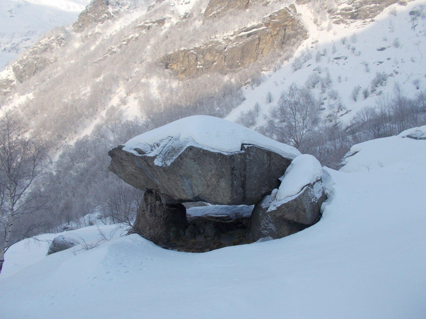 il dolmen nella zona dell'alpe Colombin..