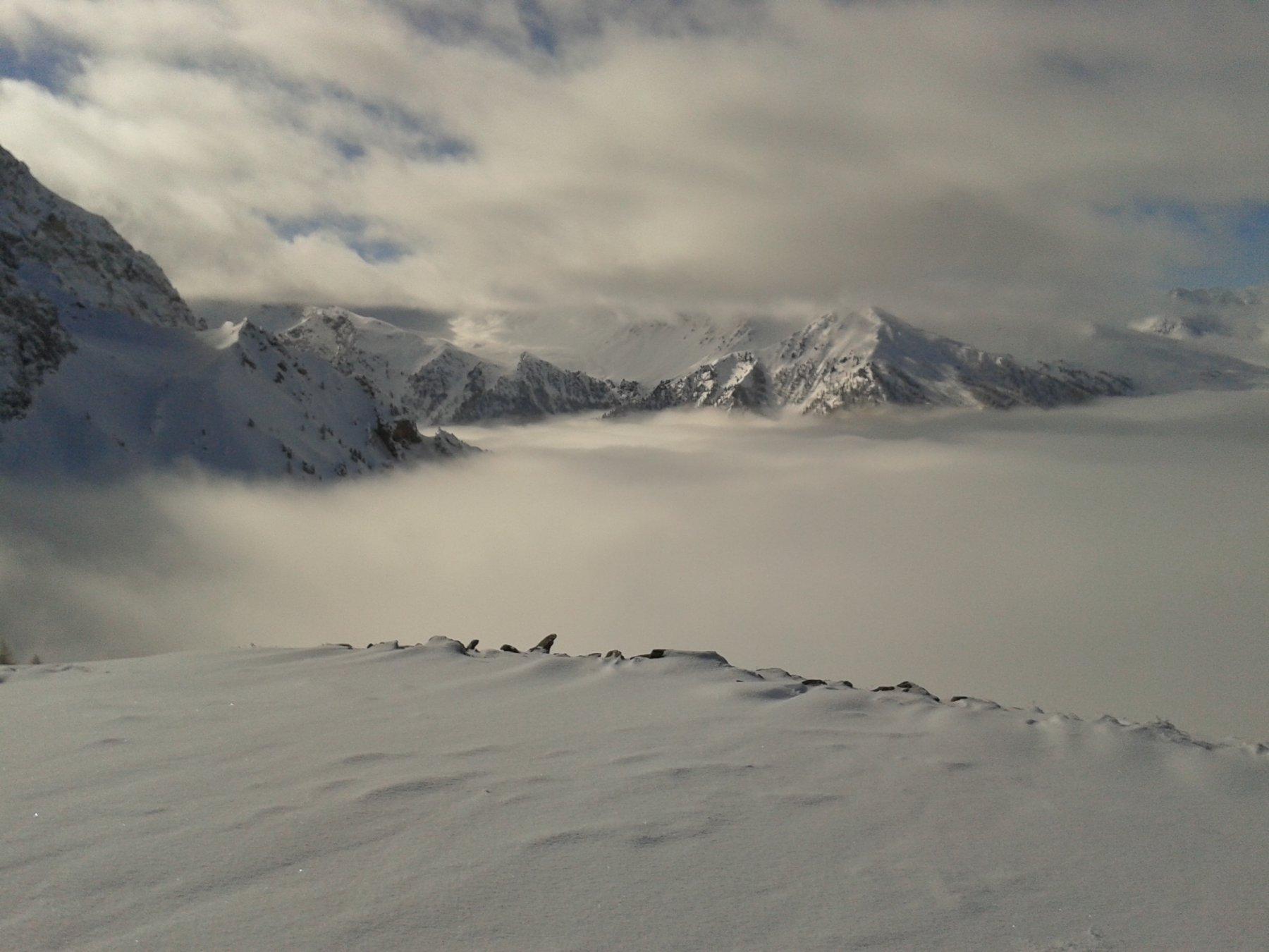 mare di nuvole in basso